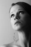 A menina sonhadora bonita com os olhos largos abre Imagem de Stock