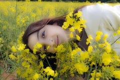 Menina sonhadora na natureza Imagem de Stock