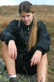 Menina Sportive no passeio em a montanha Fotografia de Stock Royalty Free
