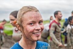 Menina suja feliz no processo de competência do extrime Imagem de Stock