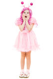 Menina surpreendida com cabelo cor-de-rosa em um vestido cor-de-rosa Foto de Stock Royalty Free