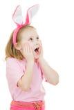 Menina surpreendida com o coelho cor-de-rosa das orelhas Foto de Stock