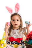 Menina surpreendida com ovos da páscoa Foto de Stock Royalty Free