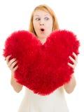 Menina surpreendida com um coração Imagens de Stock Royalty Free