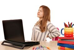 A menina tem a dor nas costas ao usar um portátil Fotografia de Stock