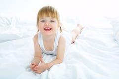 A menina tem o divertimento Fotos de Stock Royalty Free