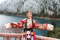 Menina tibetana na roupa tradicional Imagem de Stock