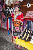 Menina tibetana nova no vestido nativo Imagens de Stock Royalty Free