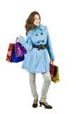 Menina triguenha com sacos de compra imagem de stock