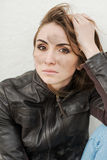 Menina triste com cabelo longo no casaco de cabedal Foto de Stock Royalty Free