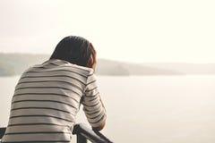 Menina triste no dia chuvoso Fotografia de Stock