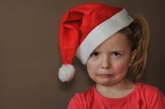 Menina triste no tampão de Santa Fotos de Stock