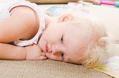 Menina triste pequena Imagem de Stock Royalty Free