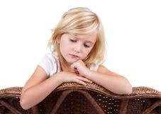 Menina triste que senta-se na cadeira imagens de stock