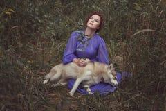 A menina triste, seu cão morreu Foto de Stock Royalty Free
