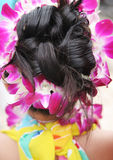 Menina tropical com penteado extravagante Fotos de Stock