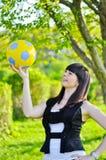Menina ucraniana bonita com uma esfera Fotos de Stock Royalty Free