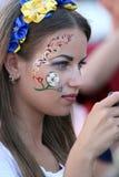 Menina ucraniana bonita do ventilador Fotografia de Stock Royalty Free