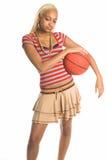 Menina urbana do basquetebol imagem de stock