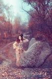 Menina vermelha do cabelo no outono Imagens de Stock