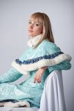 Menina vestida como o russo Papai Noel Foto de Stock