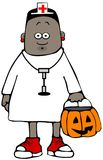Menina vestida como uma enfermeira para Dia das Bruxas Imagem de Stock
