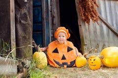 Menina vestida para Dia das Bruxas Fotos de Stock