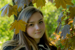 Menina Victoria no jardim Imagem de Stock Royalty Free