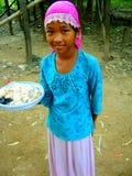 Menina vietnamiana da vila que vende o alimento Fotografia de Stock