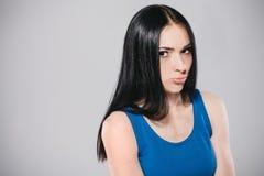 Menina virada dos jovens no estúdio foto de stock royalty free