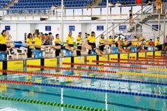 Meninas 200 dos bruços medidores de ação da natação Foto de Stock