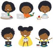 Meninas afro-americanos felizes com portáteis fotografia de stock royalty free