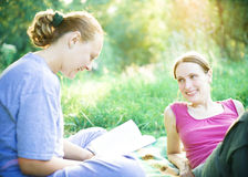 Meninas ao ar livre imagem de stock royalty free