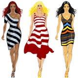 Meninas bonitas ajustadas no vestidos listrados Imagens de Stock Royalty Free