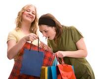 Meninas bonitas com sacos de compra Imagem de Stock Royalty Free