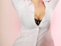 Meninas bonitas do peito no sutiã preto Imagens de Stock Royalty Free