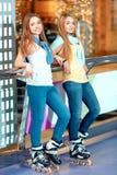 Meninas bonitas no rollerdrome Imagens de Stock