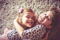 Meninas bonitos em casa Imagem de Stock