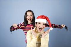 Meninas brincalhão que puxam os pigtails Fotos de Stock Royalty Free