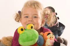 Meninas com animais enchidos fotografia de stock royalty free