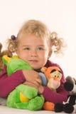 Meninas com animais enchidos fotos de stock royalty free