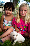 Meninas com cachorrinho Foto de Stock Royalty Free