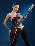 Meninas com guitarra baixa Fotos de Stock Royalty Free