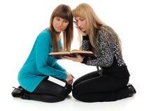 Meninas com livros fotografia de stock royalty free