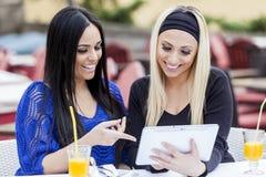 Meninas com tabuleta Fotos de Stock