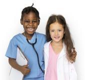 Meninas da felicidade com sorriso do trabalho do sonho do doutor imagem de stock royalty free
