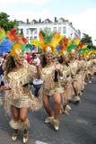 Meninas de dança em uma parada carnaval Fotografia de Stock Royalty Free