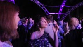 Meninas de dança no festival vídeos de arquivo