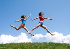 Meninas de salto Fotos de Stock Royalty Free
