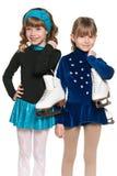 Meninas de sorriso com patins imagens de stock